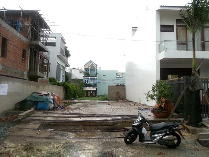 Nỗi khổ xây nhà trong ngõ bị hàng xóm khó dễ